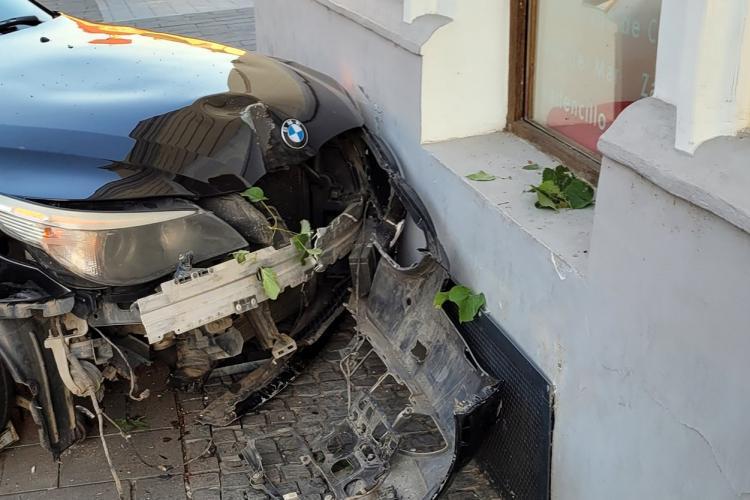 BMW -ul care a intrat vineri pe pietonala de pe Eroilor a fost condus de o femeie - FOTO