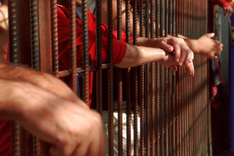 """Zeci de persoane înșelate, prin metoda """"Accidentul"""", de deținuții din penitenciarele din România"""