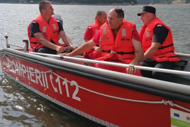 Un bărbat este căutat pe lacul Beliș, după ce hainele sale au fost găsite pe malul lacului -FOTO