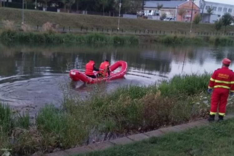 Un bătrân de 81 de ani a devenit EROU după ce și-a dat viața pentru a salva un copil de 6 ani, din râu. Mama și fratele băiatului au murit