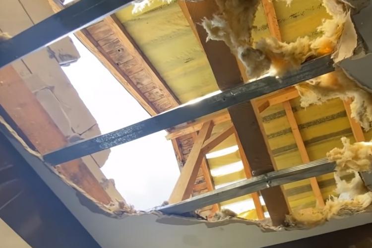 Cluj: Furtuna de duminică seara a distrus câteva apartamente. Lucrările sunt de mântuială - VIDEO