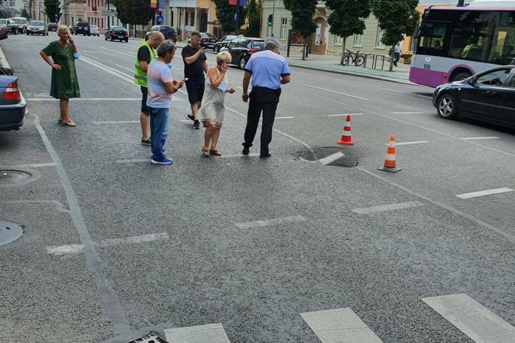 Cluj: S-a surpat asfaltul pe strada Memorandumului. Viarom a făcut lucrarea în 2015 - FOTO