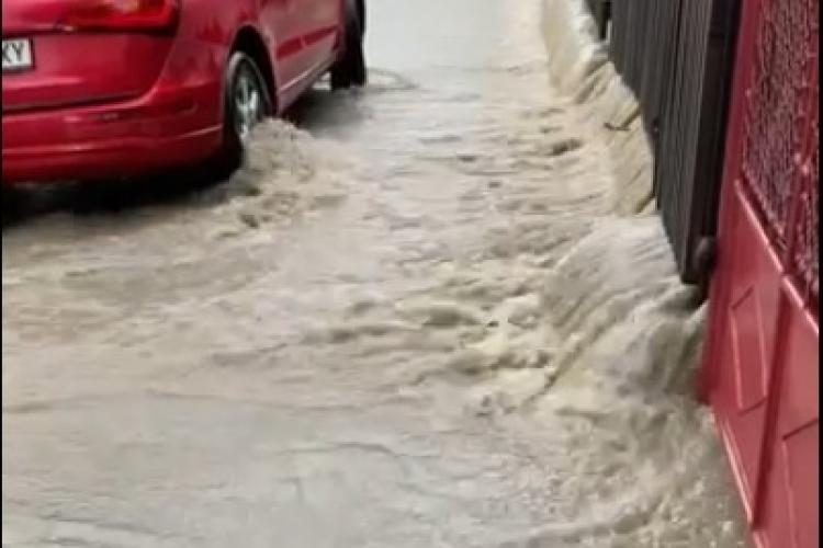 Cluj: Prăpăd pe strada Brașov, din Andrei Mureșanu, în urma furtunii - VIDEO
