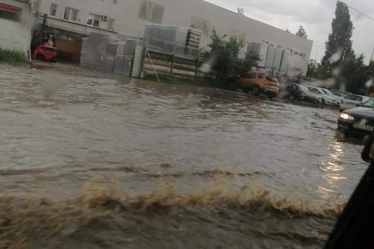 Inundație pe Bulevardul Muncii! Drumul a fost iarăși un lac - VIDEO
