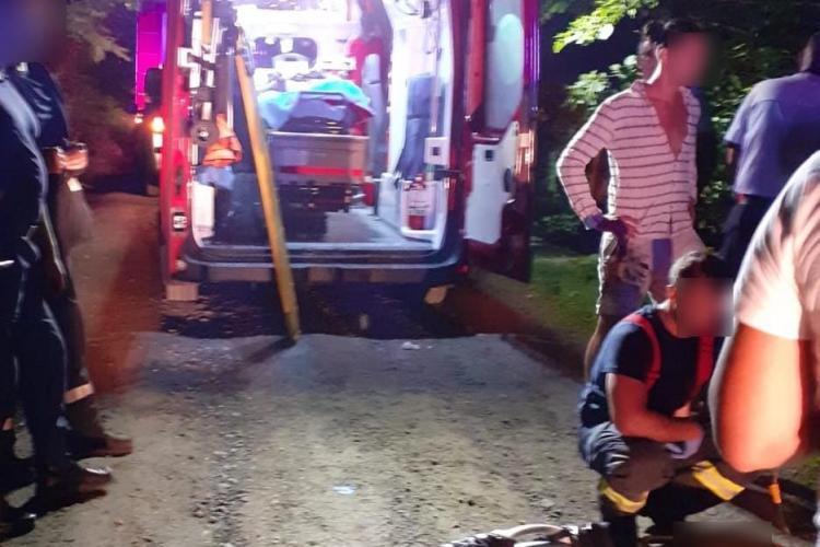 Mașină cu cinci oameni, răsturnată la Someșul Rece, într-o râpă adâncă - FOTO