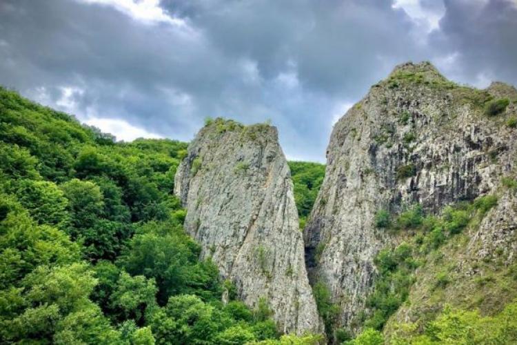 Traseu turistic spectaculos, accesibil pentru întreaga familie, la Băile Romane din Cheile Cetii