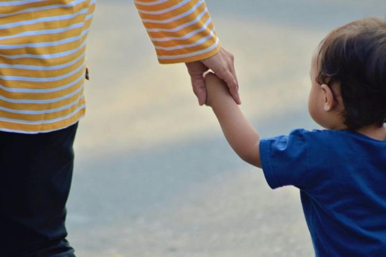Decizie ȘOCANTĂ la Cluj! Vânzarea unui copil nu este infracțiune în România, consideră judecătorii din Cluj