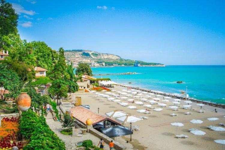 Vânzătorii de pe litoralul bulgăresc se plâng că turiștii - mare parte români și moldoveni - sunt săraci