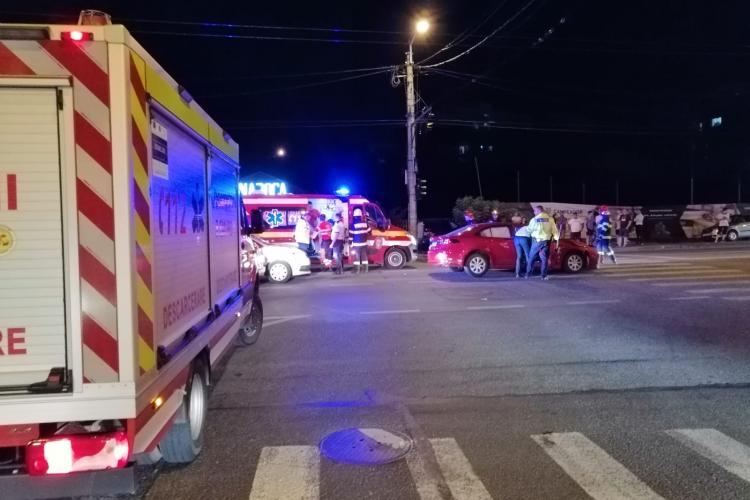 Accident cu 3 victime pe Teodor Mihali. Un BMW a ieșit in decor - VIDEO