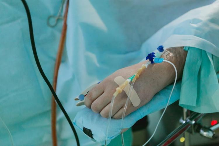 Bărbat vaccinat cu schema completă, internat în stare gravă la ATI, după ce s-a infectat cu tulpina Delta