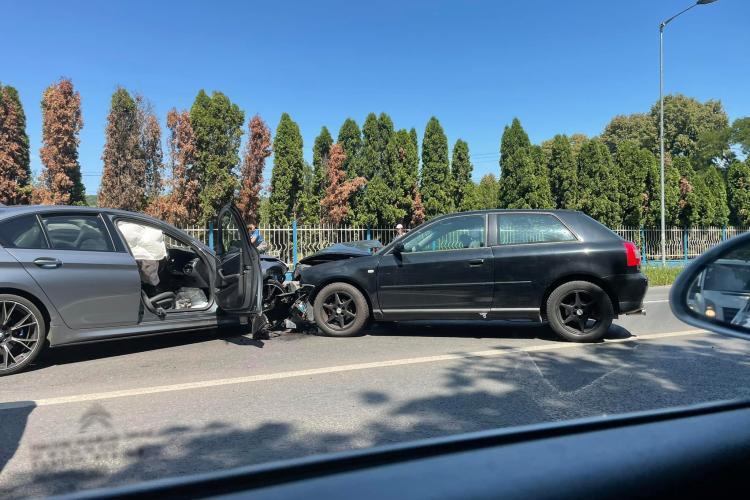 Accident rutier în Florești. Mașinile sunt făcute praf - FOTO