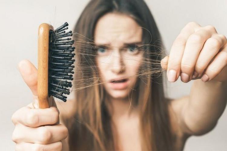 Te confrunți cu pierderea excesivă a părului? 5 alimente care ajută la combaterea căderii părului