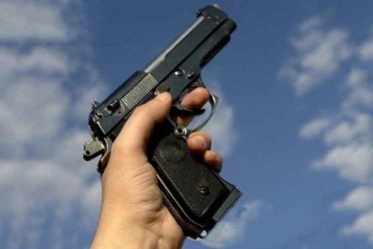Tânăr din Băișoara, reținut de poliție cu focuri de armă