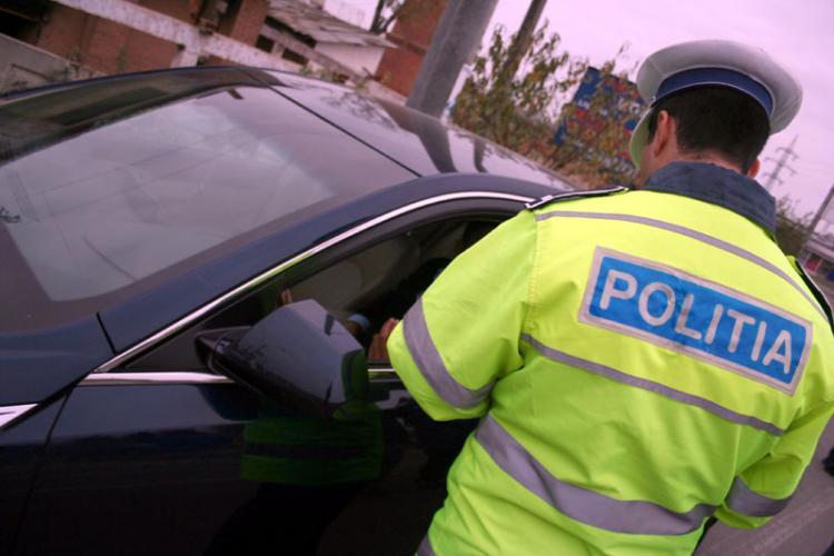 """Un clujean a crezut că îi poate păcăli pe polițiștii din județul Alba. Le-a prezentat un permis de conducere fals, """"din Franța"""""""