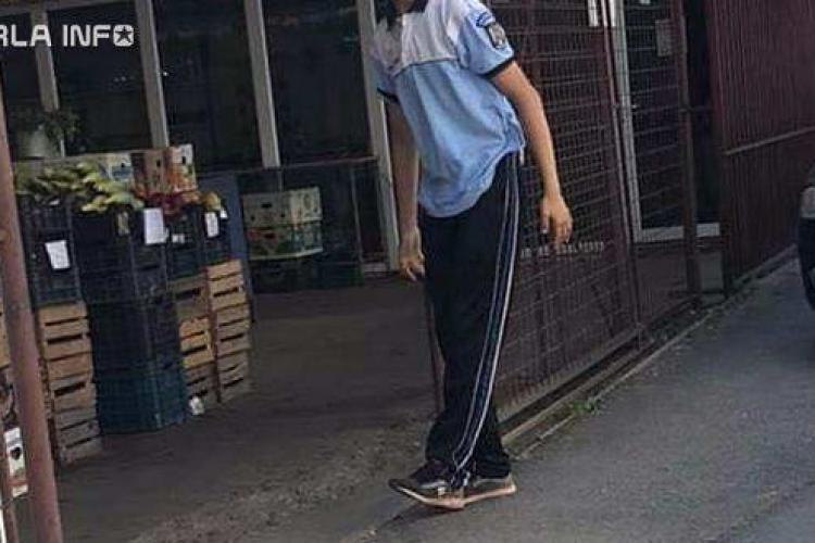 Jud. Cluj: Un tânăr care umbla cu un tricou de poliție, dus la audieri - FOTO