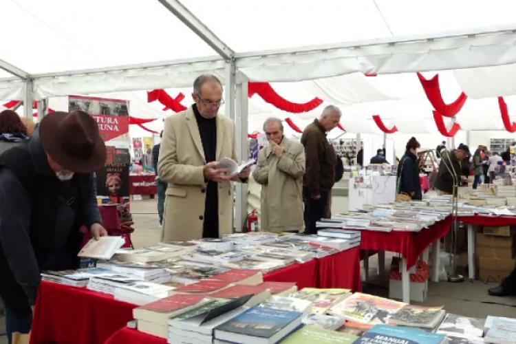Festivalul Internațional de Carte Transilvania (FICT)  caută voluntari pentru organizarea evenimentului din Piața Unirii