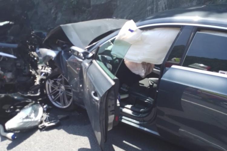 Accident cu 4 mașini, la limita dintre județele Sibiu și Vâlcea. Un şofer a intrat cu maşina pe contrasens
