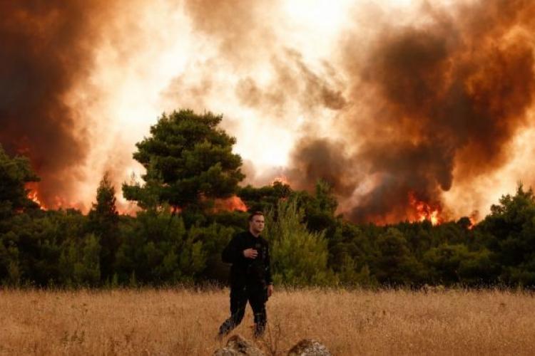 Pompierii români, lăudați și comparați cu extratereștrii după prima intervenție într-una dintre cele mai afectate zone din Grecia