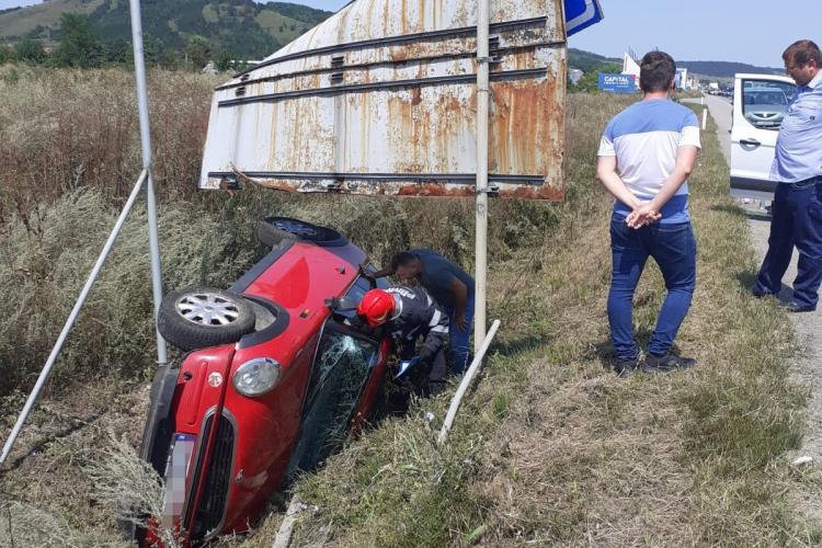 Cluj: O femeie a ajuns la spital după ce s-a RĂSTURNAT cu mașina - FOTO