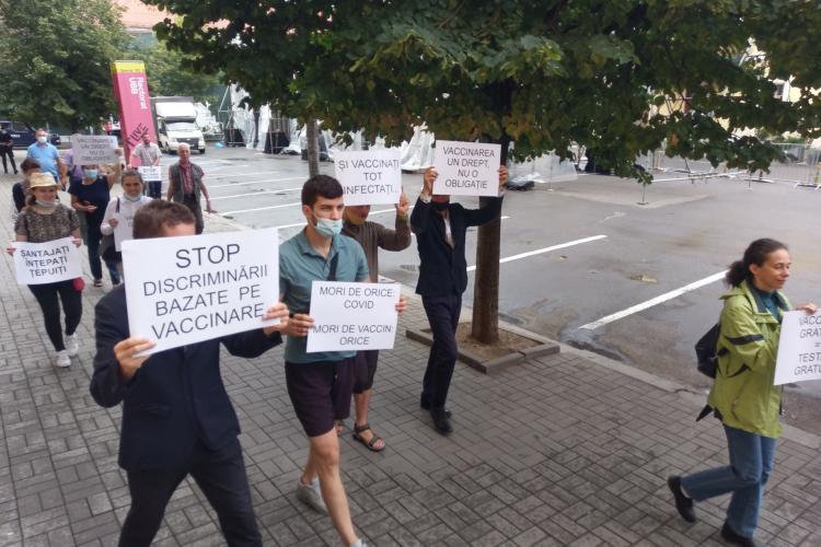 Protest la UBB Cluj împotriva vaccinării obligatorii - FOTO