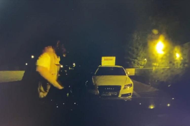 Un bărbat a vandalizat mai multe mașini din cartierul Mărăști în weekend - VIDEO