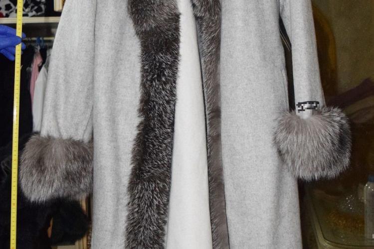 Trei clujence cercetate pentru furt calificat după ce au furat haine de blană, ochelari de soare și bijuterii - FOTO