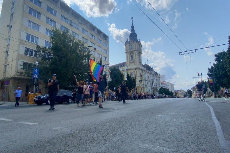 Marșul gay de la Cluj a durat o oră. S-a strigat în fața Primăriei: Vrem drepturi egale! - VIDEO