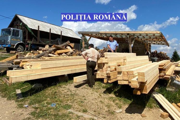 Cluj: Au furat lemn în valoare de peste 5.000 de lei și au fost prinși - FOTO