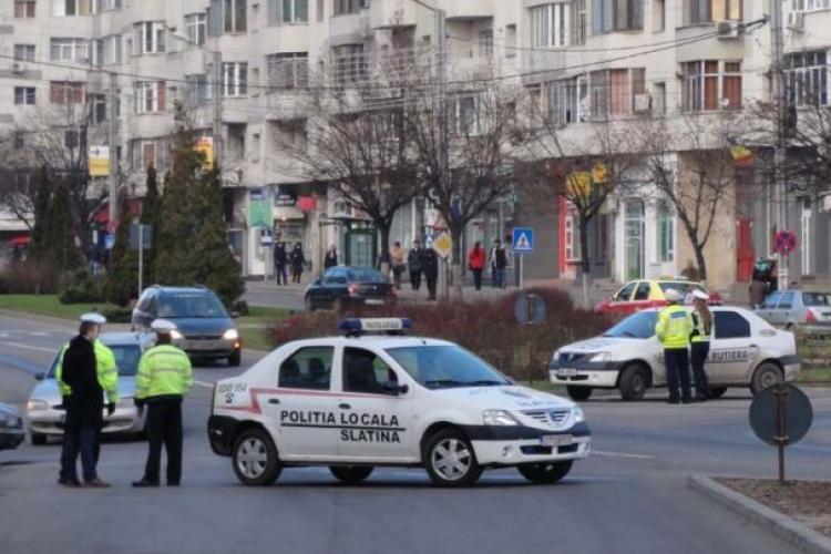 Femeie înjunghiată în spate și în gât de soț, într-un autobuz din Slatina. Pasagerii au privit tot cu teroare