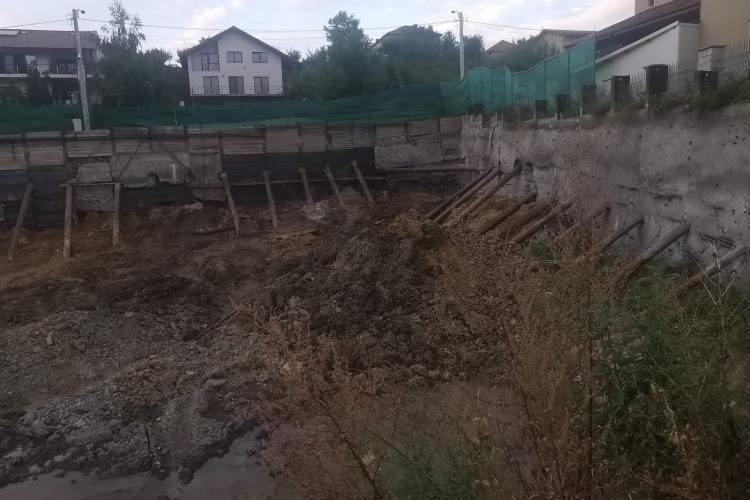 Boc este îngrijorat și urmărește de la început haosul creat de un constructor pe strada Victor Papilian - VIDEO