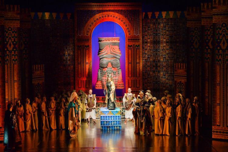 Opera revine în Piața Unirii cu o serie de spectacole eveniment