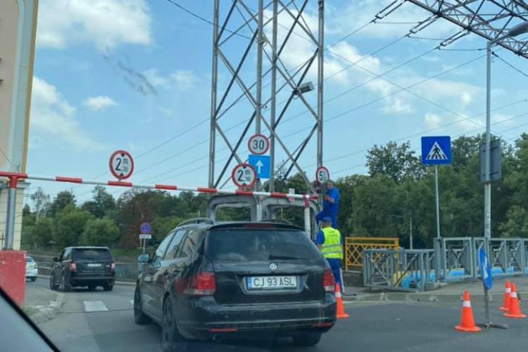 Bariera de pe strada Mamaia este montată din nou! Șoferii deja fac pariuri - FOTO