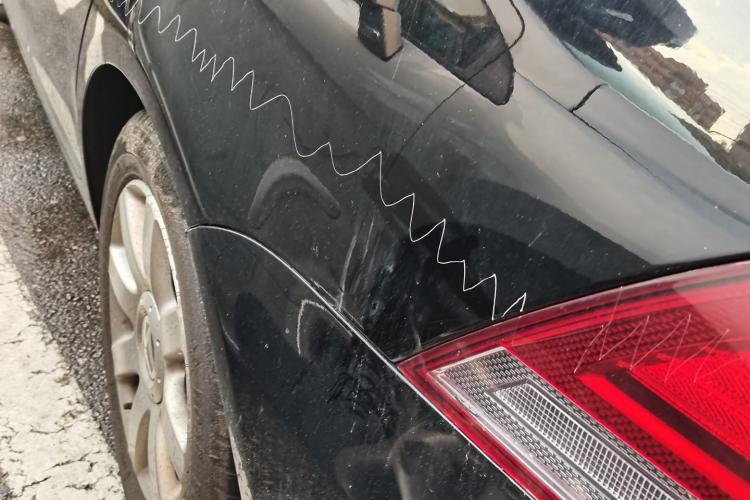 Altă mașină vandalizată la Cluj, în Grigorescu - FOTO