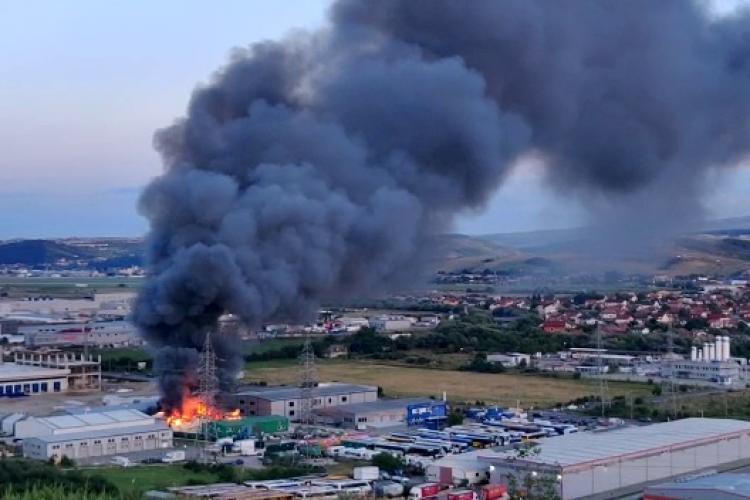 De la ce a pornit incendiul de pe Bulevardul Muncii joi seară? - FOTO