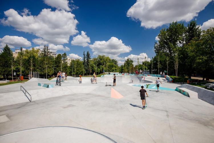 """A fost inaugurat Skatepark-ul Rozelor. Boc: """"Un reper important pe harta competițiilor naționale și internaționale de sporturi extreme"""" - FOTO"""