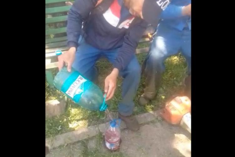 Nepalez învățat de un român să fure benzină - VIDEO