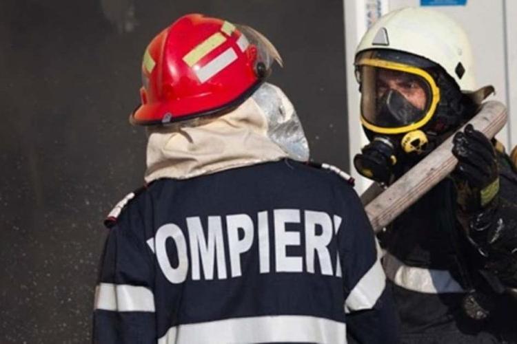 O tânără şi-a dat foc de faţă cu mama sa, la două zile după ce iubitul ei a făcut acelaşi lucru, în Bistriţa-Năsăud