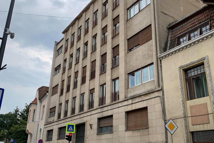 Istoria blocului de pe Republicii 12, imobile care azi nu se mai fac! Este primul bloc al Clujului, cu parcare subterană - FOTO