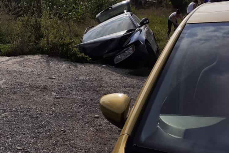 Accident în Mera, comuna Baciu! Un șofer în vârstă a lovit un cap de pod - FOTO