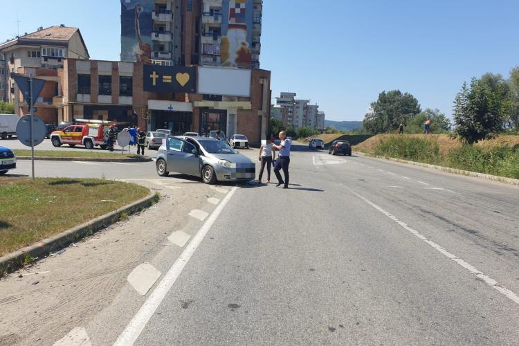 Accident rutier în Dej. Un bărbat a fost transportat la spital - FOTO