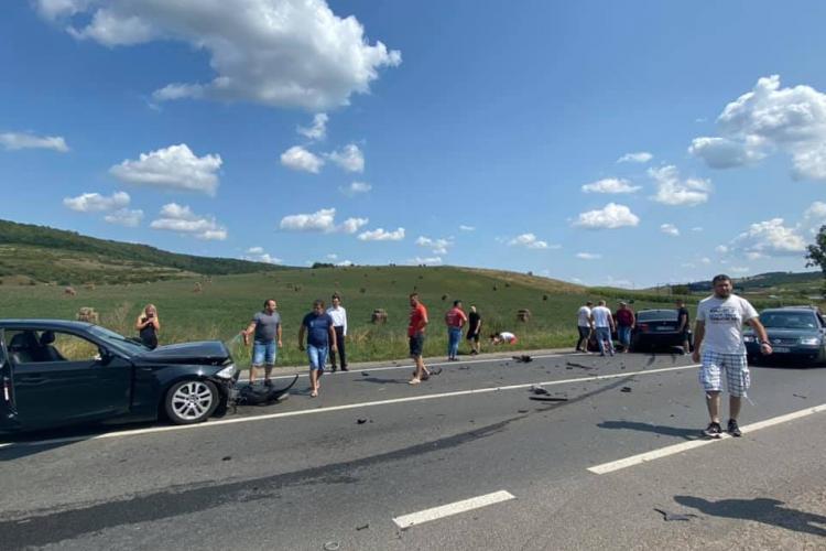 Accident în Rădaia, comuna Baciu, lângă pensiunea Bonanza. Doi șoferi și-au făcut praf mașinile - FOTO