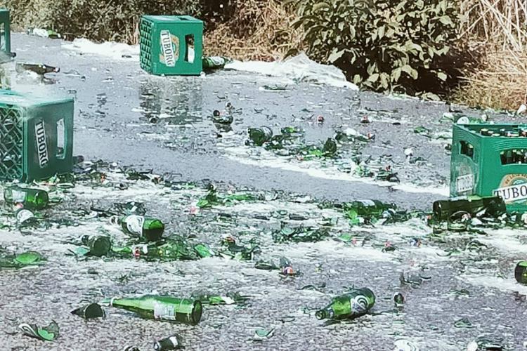 """Lăzi de bere făcute PRAF pe strada Cantonului: """"Imagini cu puternic caracter emoțional"""" - FOTO"""