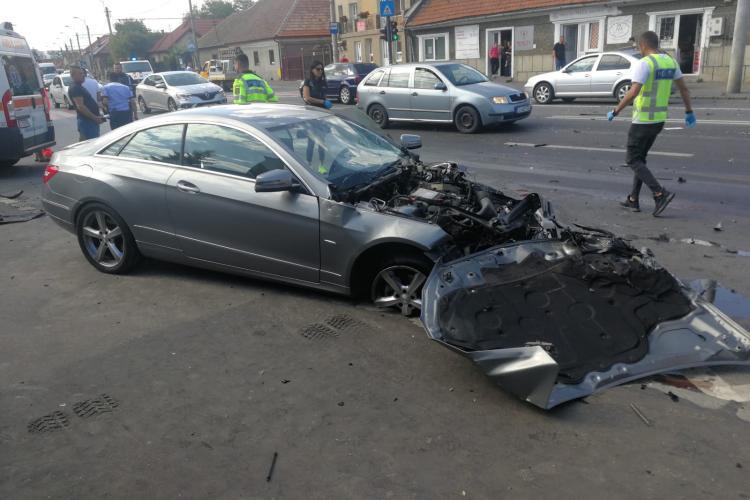Accident pe Traian Vuia. O persoană a făcut atac de panică din cauza impactului - FOTO