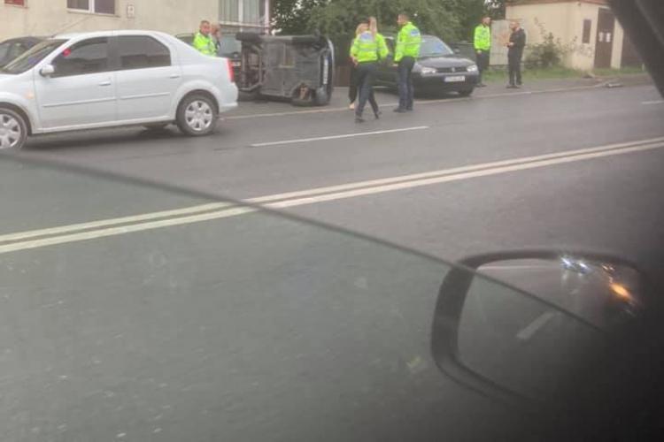 Mașină răsturnată pe Calea Turzii. Locul parcă e cu magnet - FOTO