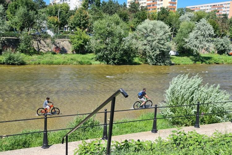 Cluj: Someș pedalabil! În așteptarea Someșului navigabil, clujenii fac ce pot - FOTO