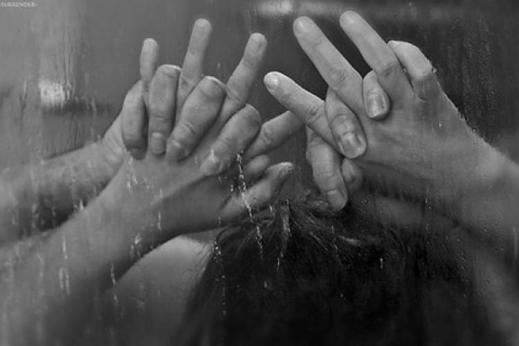 Femeie violată într-un hotel de 3 stele din Cluj, la duș. Ușa era deschisă și tânărul a intrat peste ea