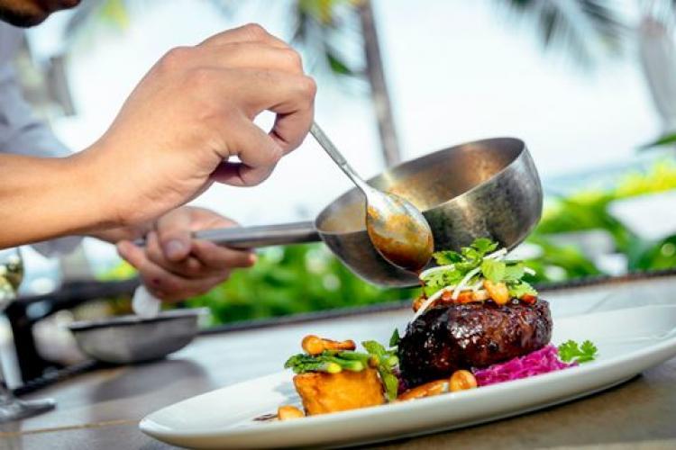 Patronatul HoReCa: Prețurile la restaurante vor fi majorate, iar meniurile vor fi schimbate