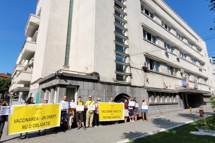 AUR Cluj politizează campania de vaccinare și cere ca medicii să nu fie obligați să se vaccineze