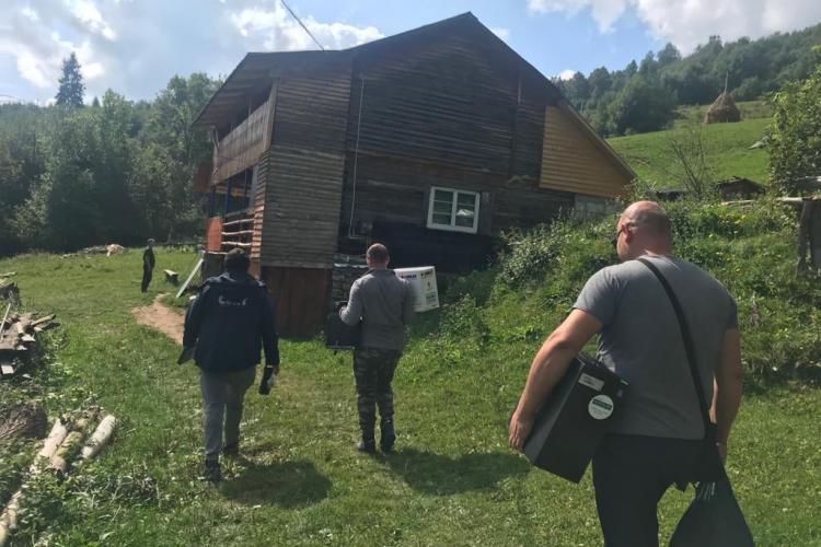 """CERT Transilvania a împărțit calculatoare copiilor din munții Apuseni: """"Un total de 50 de calculatoare au ajuns în satele Apusenilor"""" - FOTO"""