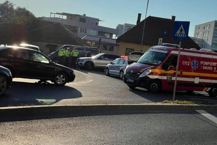 Un pieton a fost lovit din plin de o mașină pe Calea Turzii - FOTO
